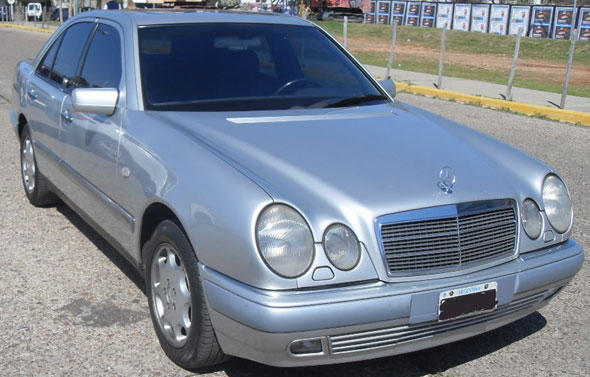 Car Mercedes Benz E320