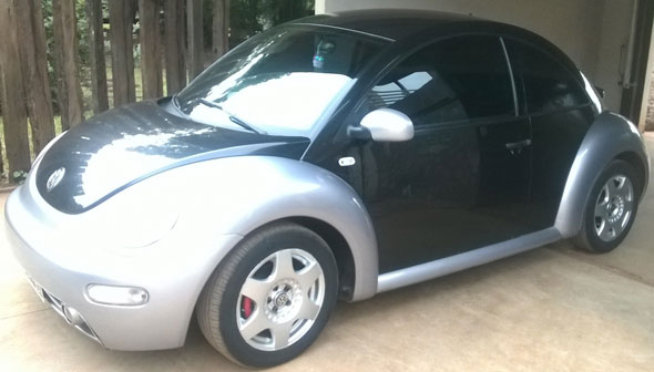 Car Volkswagen New Beetle 2001