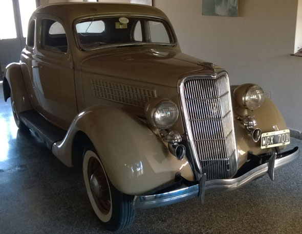 Car Ford 1935 Coupé