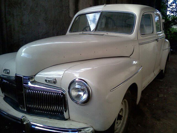Auto Ford Deluxe V8