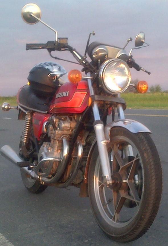 Moto Suzuki GS 550 E