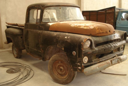 Car Dodge D100
