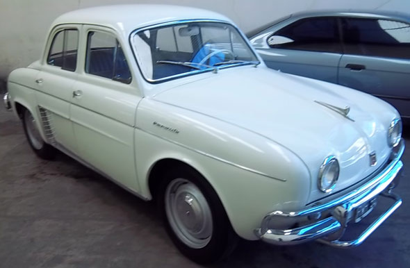 Car Renault Dauphine 1961