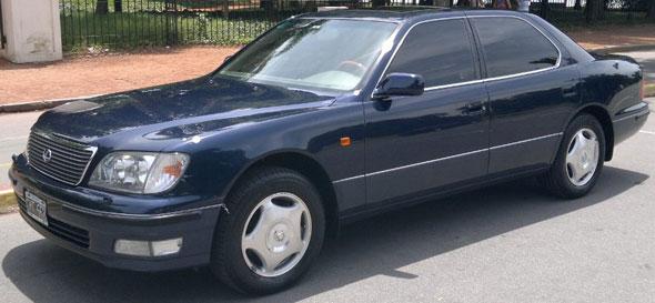 Auto Lexus LS400