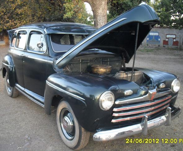 Auto Ford 1946 De Luxe