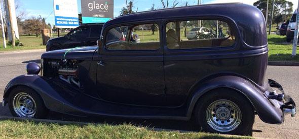 Auto Ford Tudor 1934