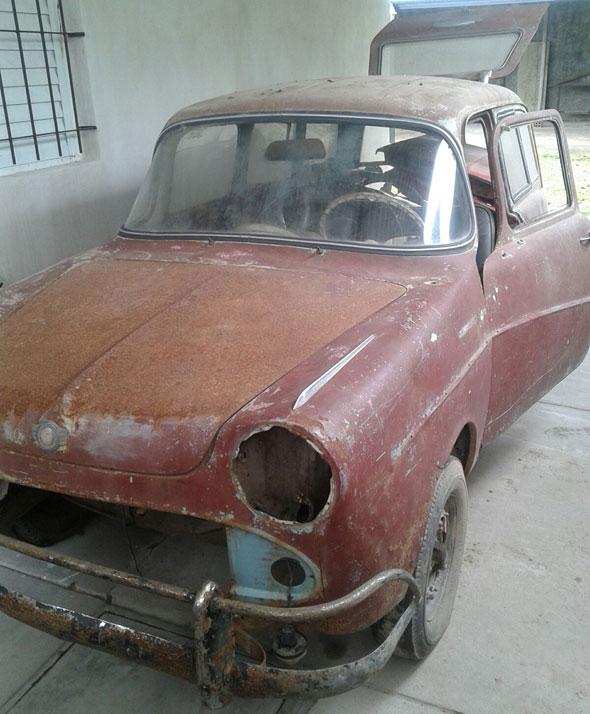 Car Isard 700 Combi
