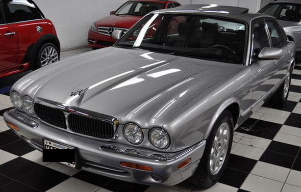 Car Jaguar XJ8