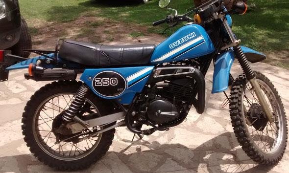 Moto Suzuki TS 250