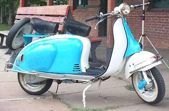 Moto ISO Milano Vespa Diva 150
