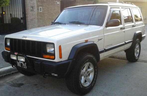 Car Jeep Cherokee Sport MT