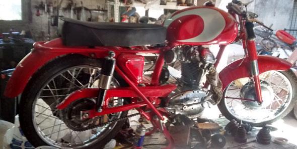 Motorcycle Ducati 175 TS