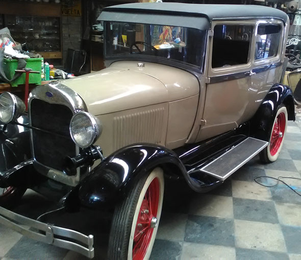 Car Ford A 1928 Tudor