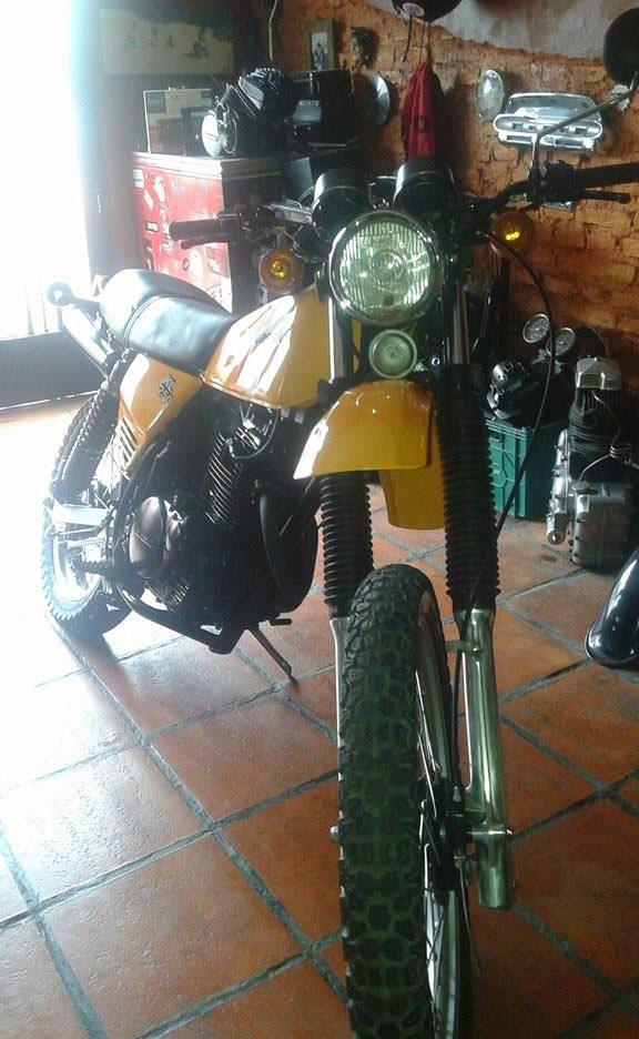 Moto Kawasaki KL250