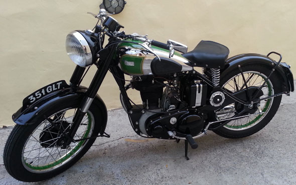Motorcycle BSA B 33 500