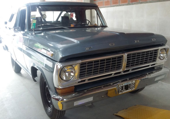 Car Ford F100 Pick Up