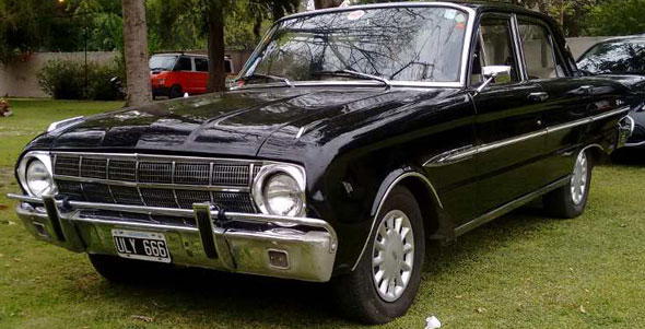 Car Ford Falcon