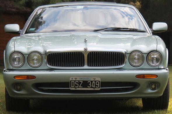 Car Jaguar XJ8