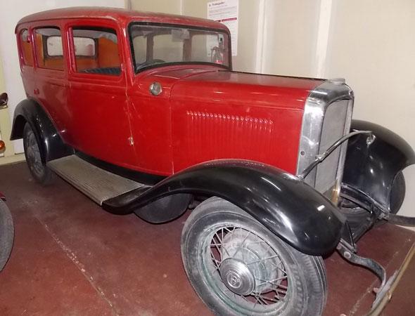 Car Ford V8 1932