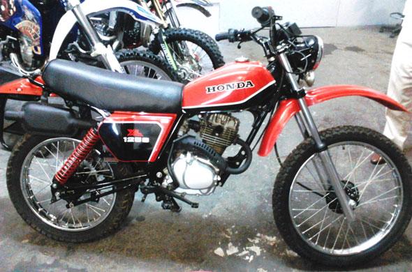 Motorcycle Honda XL 1981