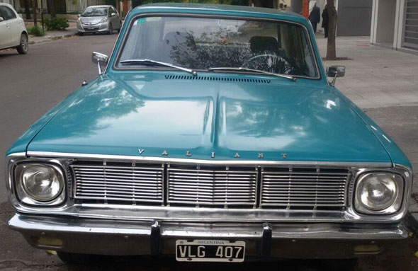 Car Chrysler Valiant 4