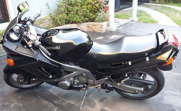 Auto Kawasaki ZZR