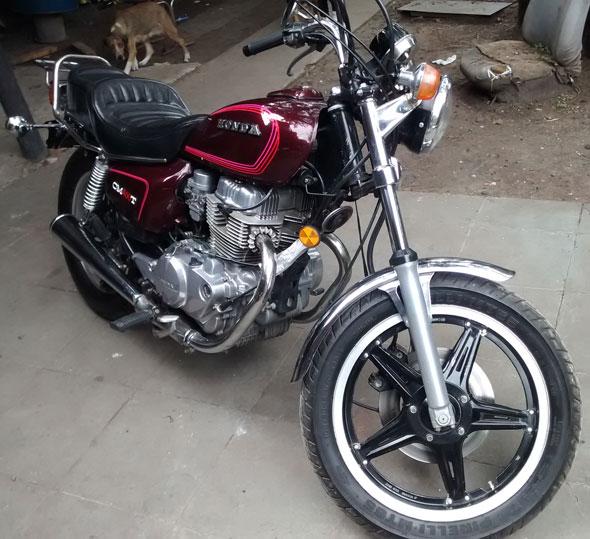 Motorcycle Honda CM400T
