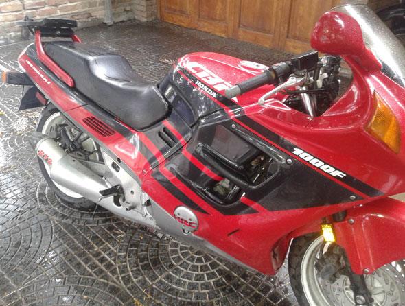 Auto Honda CBR 1000 F
