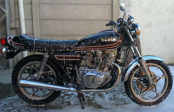 Moto Suzuki GS 425