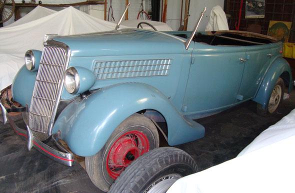 Car Ford 1935 Phaeton