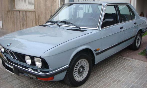 Auto BMW E28 520i