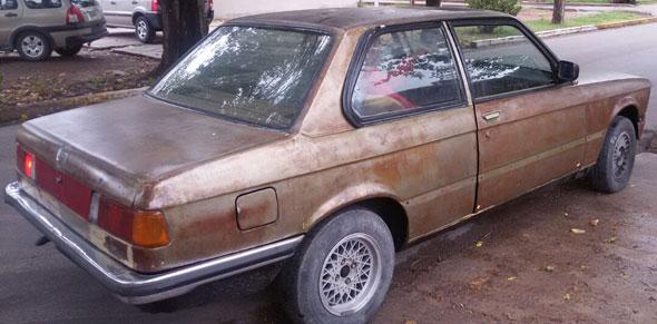 Car BMW E21 320