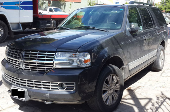 Car Lincoln Navigator V8