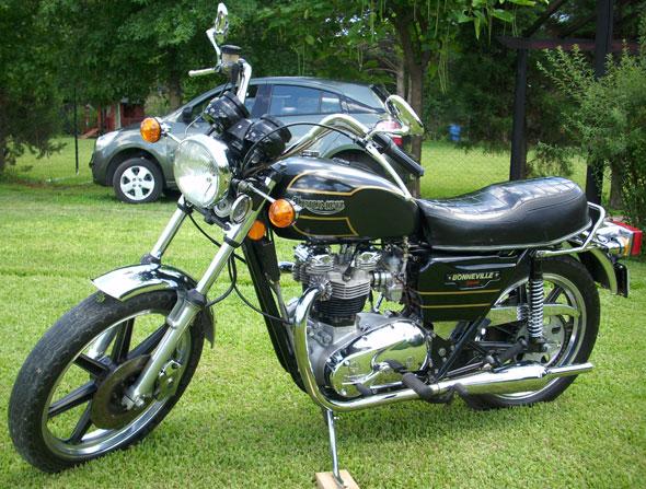 Motorcycle Triumph Bonneville Special