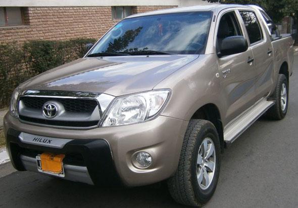 Car Toyota Hilux 2.5 4x4