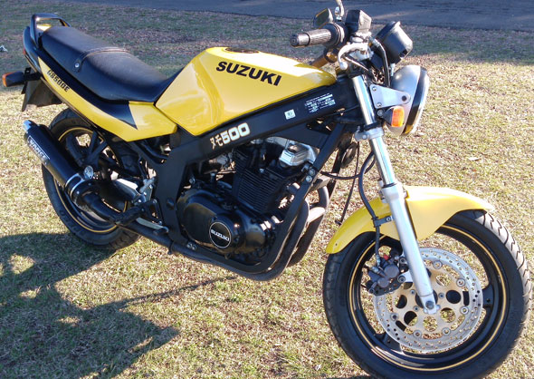 Car Suzuki GS 500 E