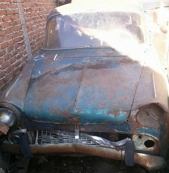 Car Isard 700 1965
