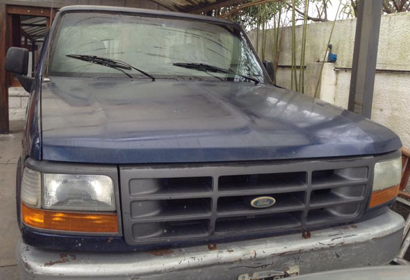 Car Ford F100 1990
