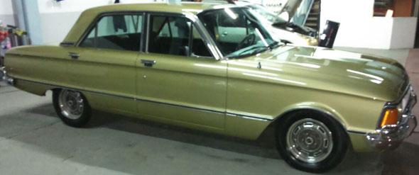 Auto Ford Falcon Deluxe