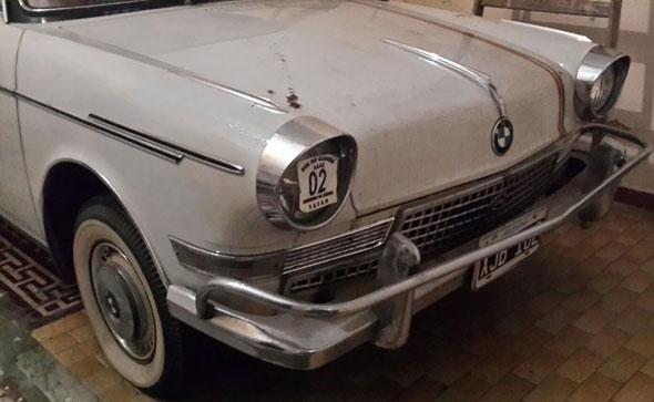 Car BMW 700