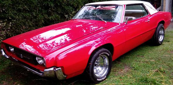 Auto Ford Thunderbird