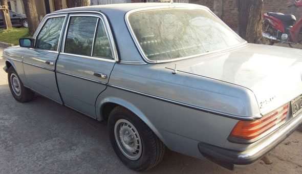 Car Mercedes Benz 230E