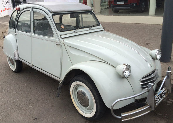 Car Citroen 2CV Azam