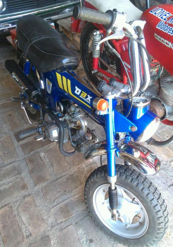 Moto Honda Dax ST70