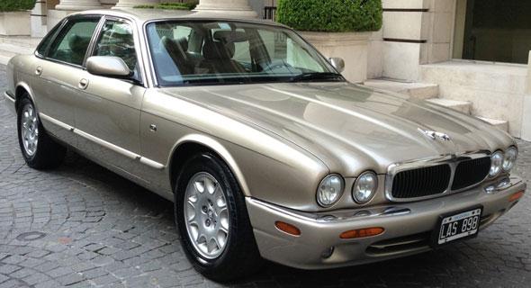 Auto Jaguar XJ8