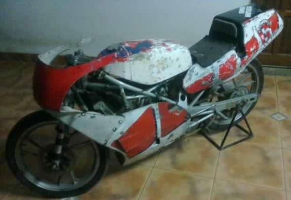 Moto Avon Carrera