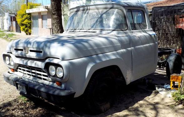 Auto Ford F-100 1960
