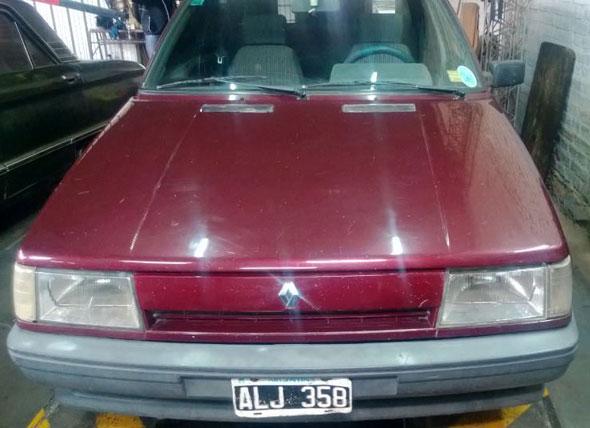 Auto Renault R9