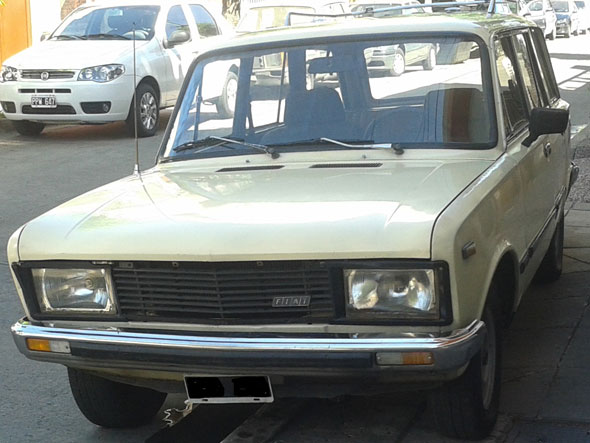 Car Fiat 125 Mirafiori Rural