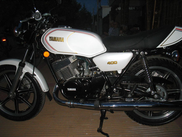 Moto Yamaha RD400